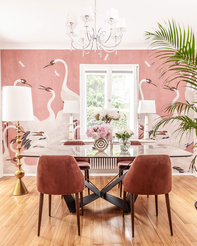 summer-home-decor bold wallpaper luxury
