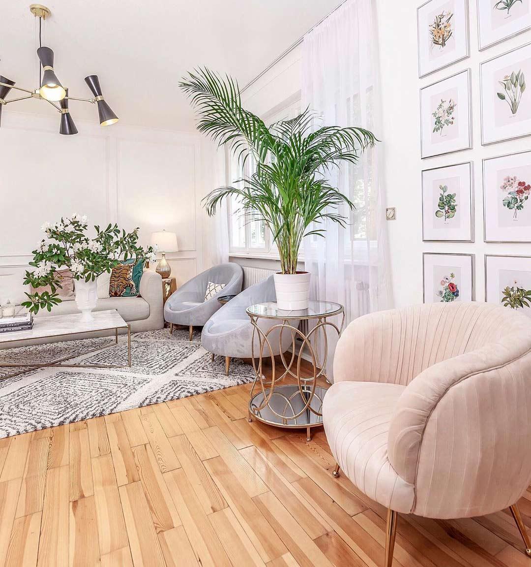 livingroom-inspo-pink-velvet-chair