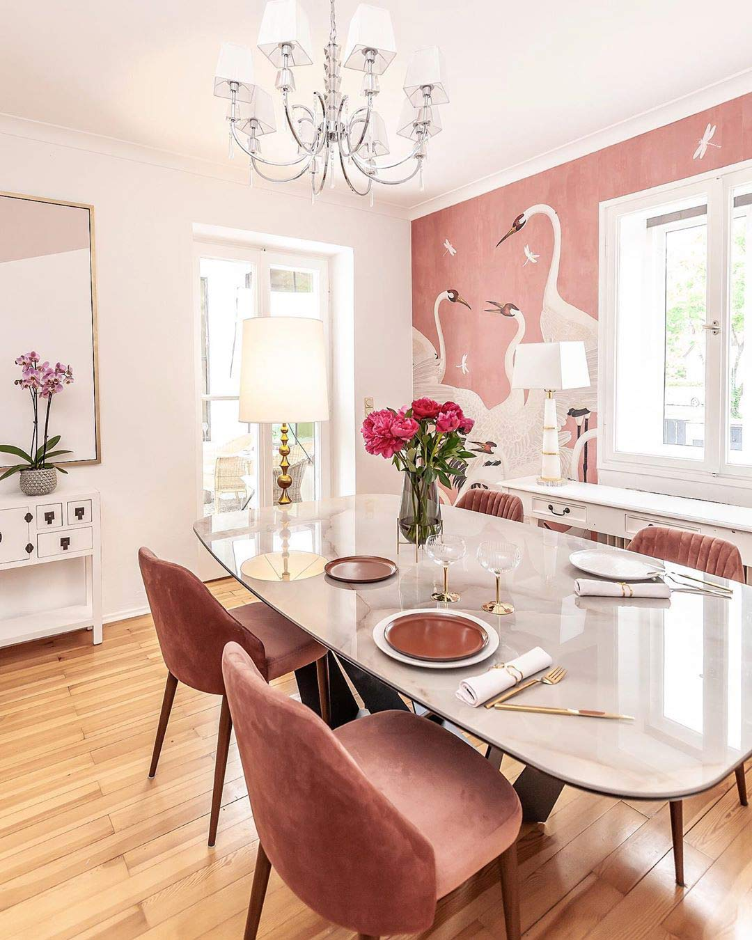 wallpaper-gucci-heron-diningroom-pink